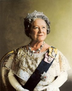 Queen_Elizabeth_the_Queen_Mother_famous-centenarian